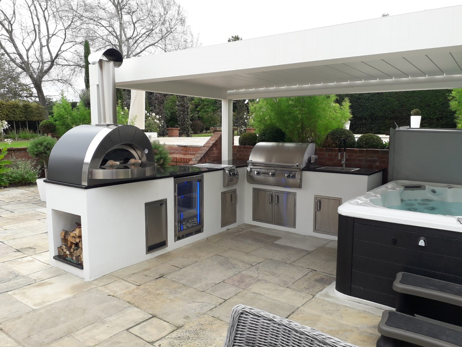 Innovative Outdoor Kitchen Buildings At The London Essex Group
